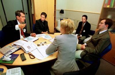 Delegaatio Indonesian Molukeilta kesällä 2002 puhumassa Ambonin kriisistä
