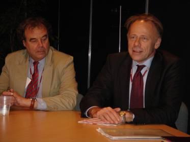 Kuvassa ympäristövaliokunnan puheenjohtaja Karl-Heinz Florenz ja Saksan ympäristöministeri Juergen Trittin.