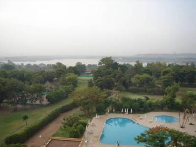 Hotellihuoneen näkymä antoi liiankin upean kuvan maasta, joka on Afrikan köyhimpiä