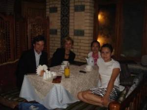 Kazakhstanilaisystävämme veivät meidät suosittuun venäläisravintolaan