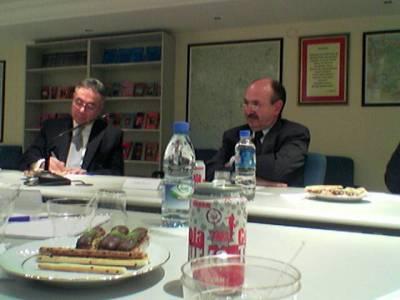 Center for Eurasian Strategic Studies otti meidät ystävällisesti vastaan. Ramadan ei estänyt panemasta tarjolle välipalaa.