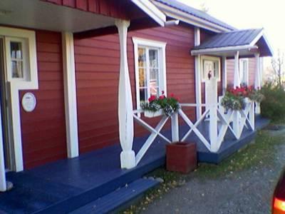 Matkalla lentokentälle kävin vilkaisemassa taloa jossa ovat asuneet sekä Eino Leino että...