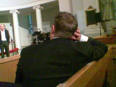 Iltapäivälehdissä Jari Sarasvuon vajaan tunnin credo sai pääosan mutta puhumisen lisäksi hän jaksoi myös kuunnella.