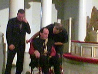 Illan odotetuimman puheen piti saattohoidossa oleva Heikki Ahonius, joka jaksoi tulla Terhokodista puhumaan hengellisen testamenttinsa yleisölle. Neljäs pointti puheessa: Jumala, Kristus, iankaikkinen elämä on ISO HALI.