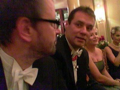 Atte ja kollegani Ville ja Piia-Noora keskustelussa