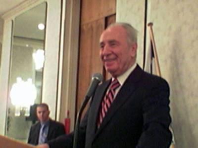Shimon Peres oli hauska mutta ei millään tuntunut sietävän Peresin nuolentaa.