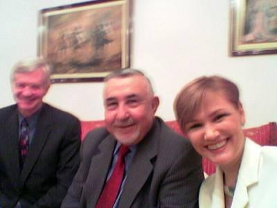 Illallisella Marokon parlamentin puhemiehen luona. Kuvassa vasemmalla Kanadan parlamentin jäsen James Kilgour.
