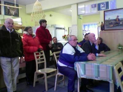 Kainuussa Cafe Niinistöt olivat tupaten täynnä. Myös Keskustan väki oli innolla liikkeellä. Ahti Hirvonen ja minä kävimme innostamassa: nyt on mahdollista saada muutos aikaan ja vaihtaa valta.