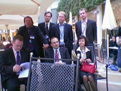 Paikalla oli myös iso liuta kokoomuslaisia: vasemmalta Antti Timonen, Jari Erholm, Kai Mykkänen, Jari Vilen, Hannes Huhtaniemi, Heli Lehtonen, Tero Luoma
