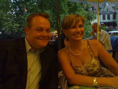 Piia-Noora Kaupin avustaja Antti Timonen kokoomusdelegaation illallisella vieressäni kesällä 2006