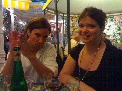 Samaisilla illallisilla avustajani Miikka ja Laura