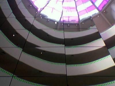 Nicke kuvaa Guggenheimin museon kattoa