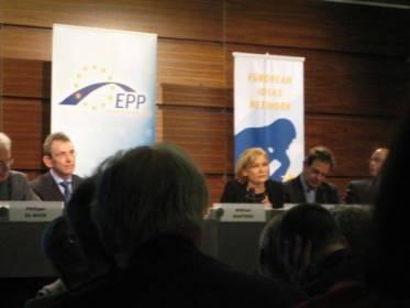 Eija-Riitan energiaosaamista arvostetaan. Keväällä -07 julkaistaan EPP- puolueen energialinjaus, joka on tehty Eija-Riitan johdolla.